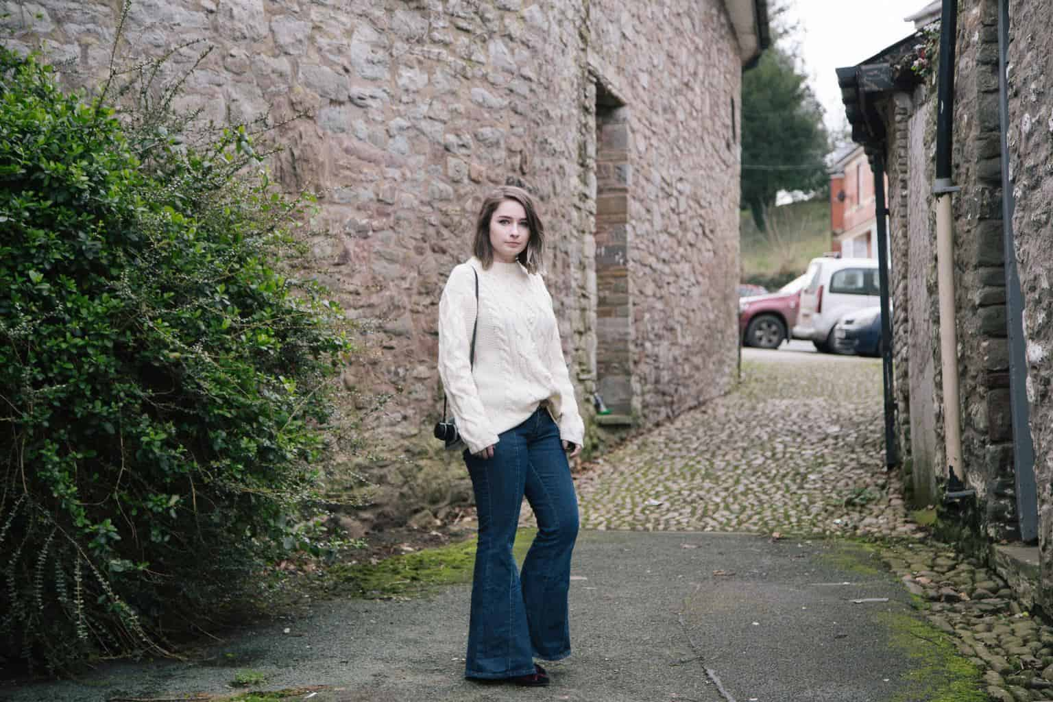 flared jeans styling 70s trend