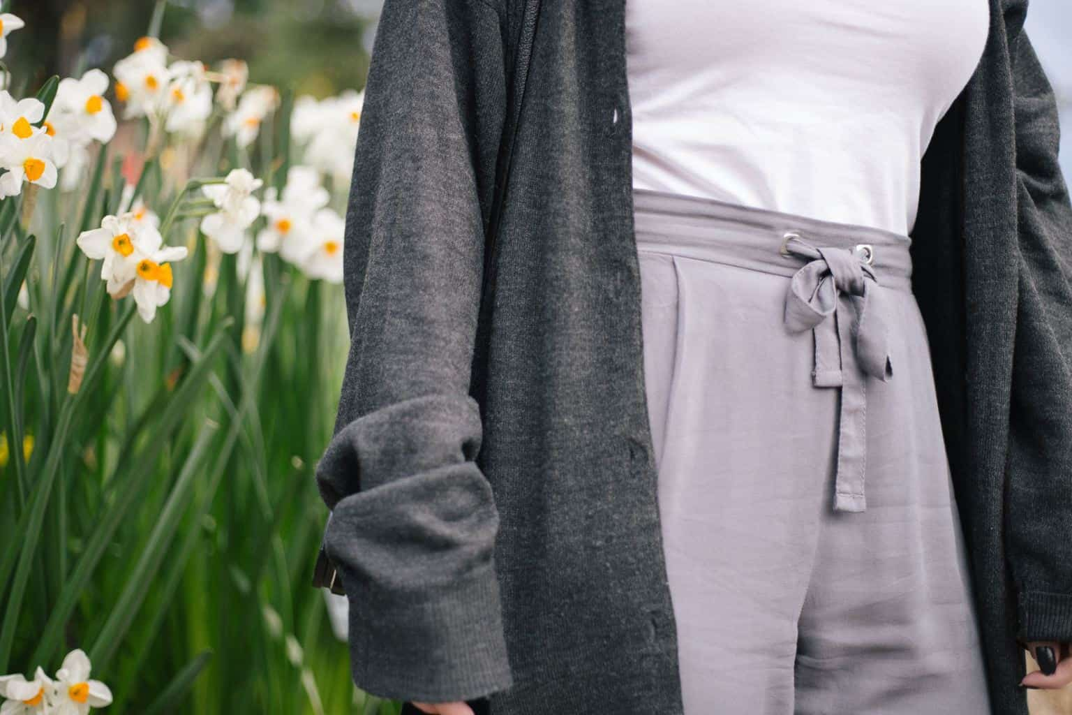 minimalist spring summer outfit